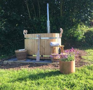 Little Links outdoor hot tub at Devon Yurt holidays